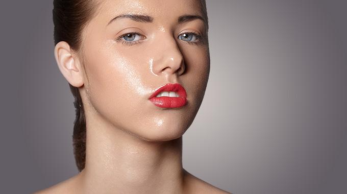 La caractéristique de la peau du visage grasse et les raisons de son maštění
