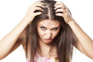 Les cheveux en hiver souffrent de